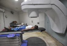 A cancer patient being given radiation at a hospital in Agartala/Photo: UNI