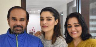 Jagdeep Singh with his daughter Gauri Sheoran (centre)/Photo: twitter