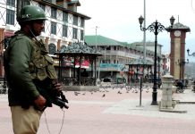 An armyman keeping vigil at Lal Chowk, Srinagar, during a strike called against the ban of JKLF/Photo: UNI