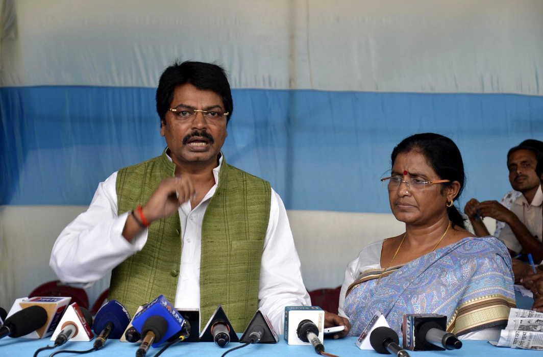 SC cancels bail to Ex-Jharkhand Minister Yogendra Sao, but allows bail to wife