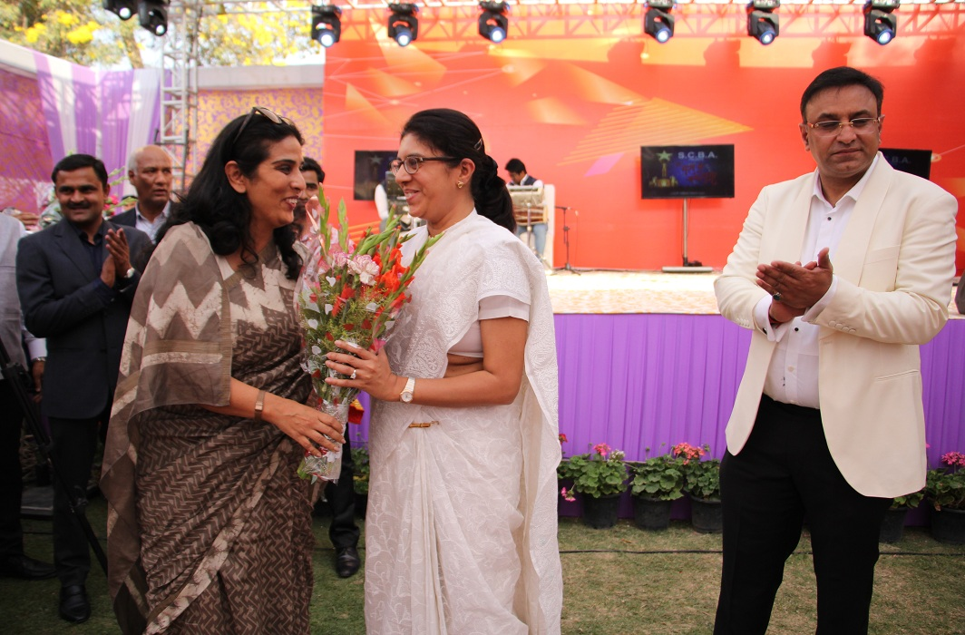Madhavi Divan, ASG, (centre) was among the newly-designated senior advocates honoured by SCBA's cultural committee