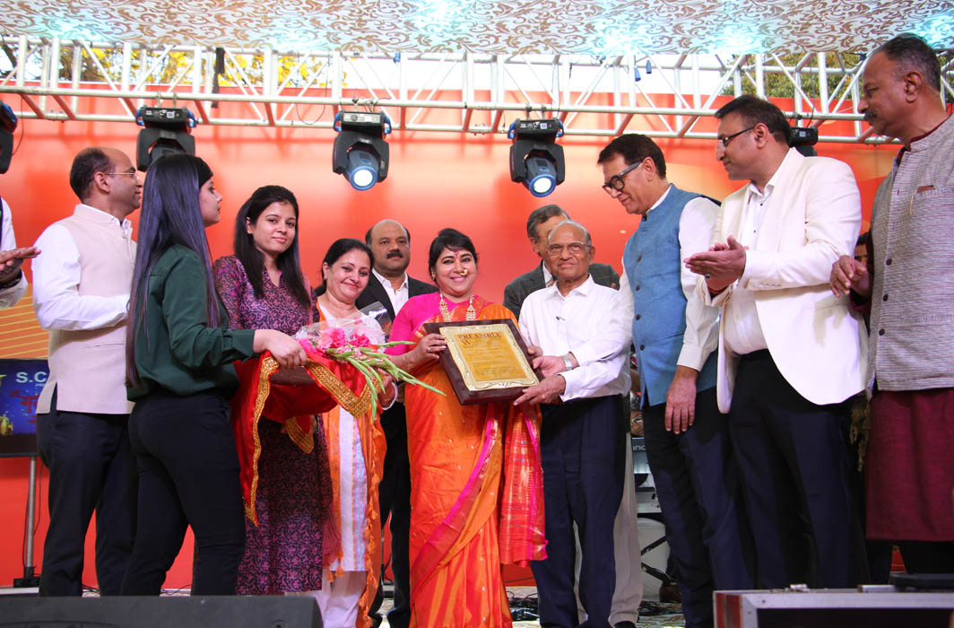 Padma Shri Soma Ghosh being honoured by SCBA members at the final round