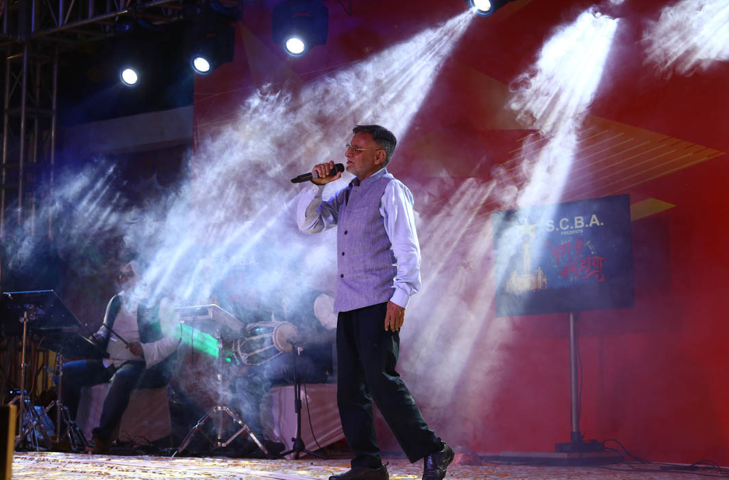 SCBA member Ashok Arora singing in the final of the show as a contestant