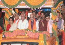 BJP chief Amit Shah and former Karnataka CM BS Yeddyurappa (third from left) at a poll rally of Tejasvi Surya (waving)/Photo: UNI