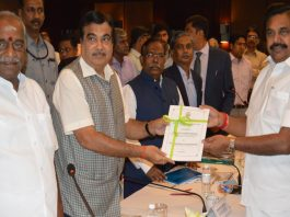 Chief Minister of Tamil Nadu, Edappadi K Palaniswami handing over a memorandum to the Union Minister for Road Transport & Highways, Shipping and Water Resources, River Development & Ganga Rejuvenation, Nitin Gadkari at a review meeting of Port, Shipping, National Highways and Water Resources projects pertaining to the state, in Chennai on November 23, 2017/Photo: PIB