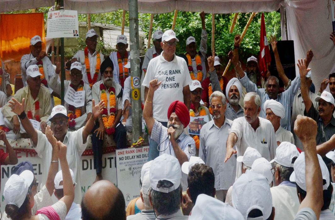 Ex-servicemen on dharna for OROP in Delhi/Photo: UNI