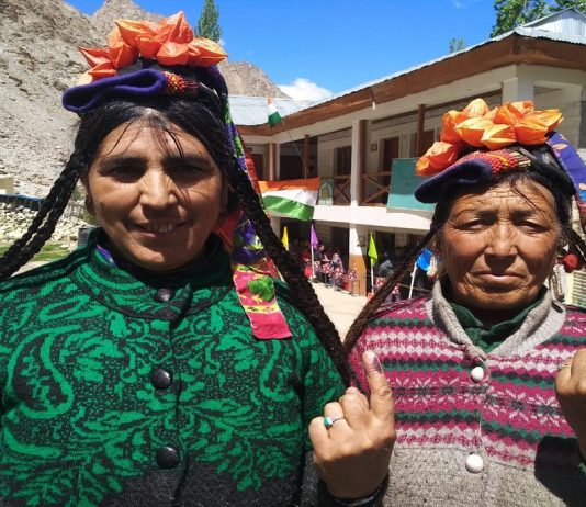Voters showing inked fingers after casting vote at Ladakh/ Photo Courtesy @SveepL/twitter.com