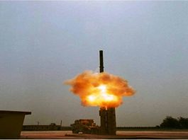 The advanced Brahmos supersonic cruise missile test fired from Car Nicobar Island/Photo: UNI