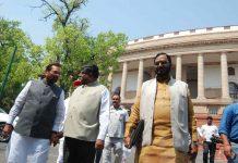 Ministers MA Naqvi, Ravi Shankar Prasad at Parliament House, New Delhi/Photo: UNI