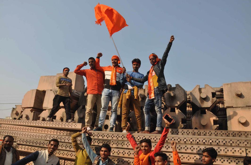 Vishwa Hindu Parishad workers at the disputed site in Ayodhya/Photo: UNI