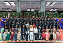 Prime Minister Narendra Modi with IAS probationers, in New Delhi/Photo: PIB