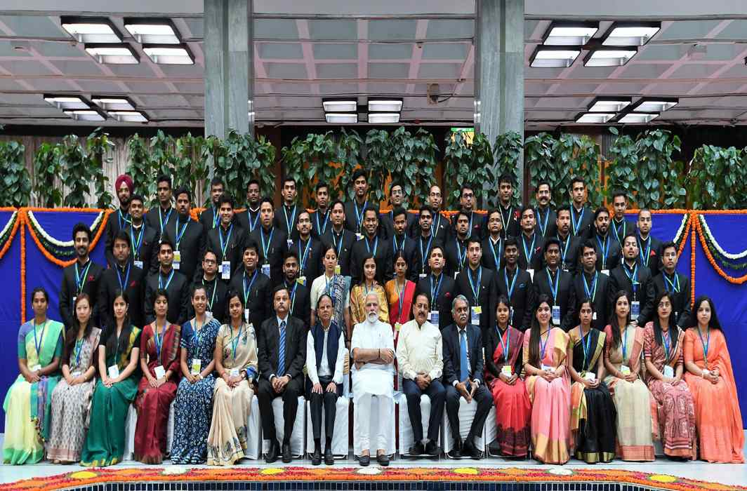 Prime Minister Narendra Modi with IAS probationers, in New Delhi/Photo: PIB