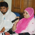Victim Bilkis Bano with her husband at a press conference in New Delhi/Photo: UNI