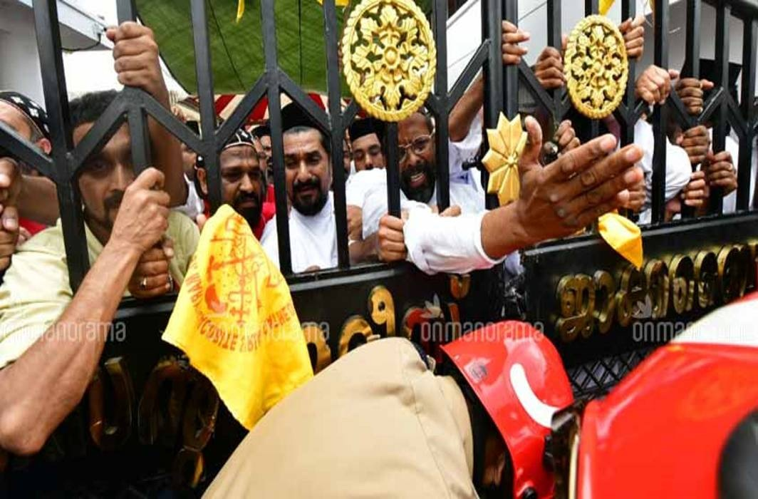 Security beefed up outside St Mary's Church at Piravom in Ernakulam district following clashes between the Jacobite faction and the Orthodox Church/Photo: Manorama