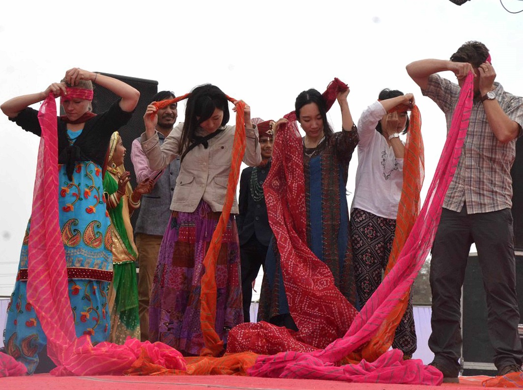 COLOUR AND CHAOS: A turban tying competition in progress at Camel Festival organised by the Rajasthan State Tourism Department in Bikaner on January 16, UNI