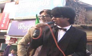 Big B, SRK lookalikes lure voters in BJP campaign