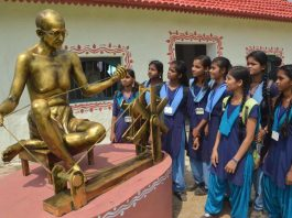 BREAK FROM LESSONS: School students at the 100 years celebration of Mahatma Gandhi's Champaran Yatra to mark the Bihar Diwas in Patna, UNI