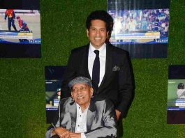 REAL DREAMS: Former cricketer Sachin Tendulkar with his coach Ramakant Achrekar during the premiere of film 'Sachin: A Billion Dreams', in Mumbai, UNI