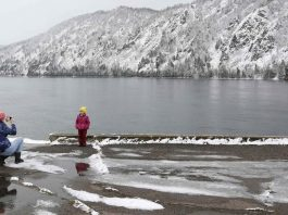 IN THE WILDERNESS: A woman takes pictures of a child on the embankment of the Yenisei river after a heavy snowfall in the Siberian town of Divnogorsk in Krasnoyarsk region, Russia, Reuters/UNI