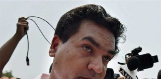 Kapil Mishra slapped by AAP supporter at hunger strike site in Delhi