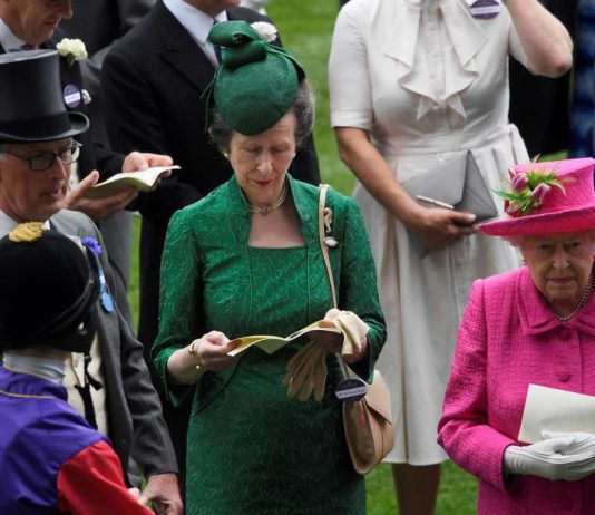 DAY AT THE RACES: Britain's Queen Elizabeth and Princess Anne at Ascot Racecourse, Ascot, Britain, Reuters/UNI