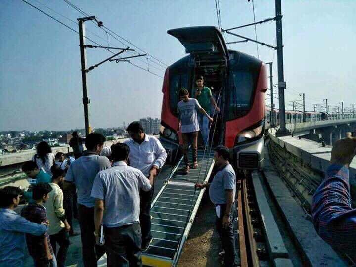 Rajnath Dedicates Lucknow Metro To Former PM Vajpayee
