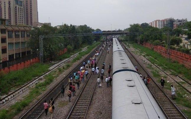 After Shaktipunj Exp, engine and wagon of Ranchi Rajdhani derail in Delhi