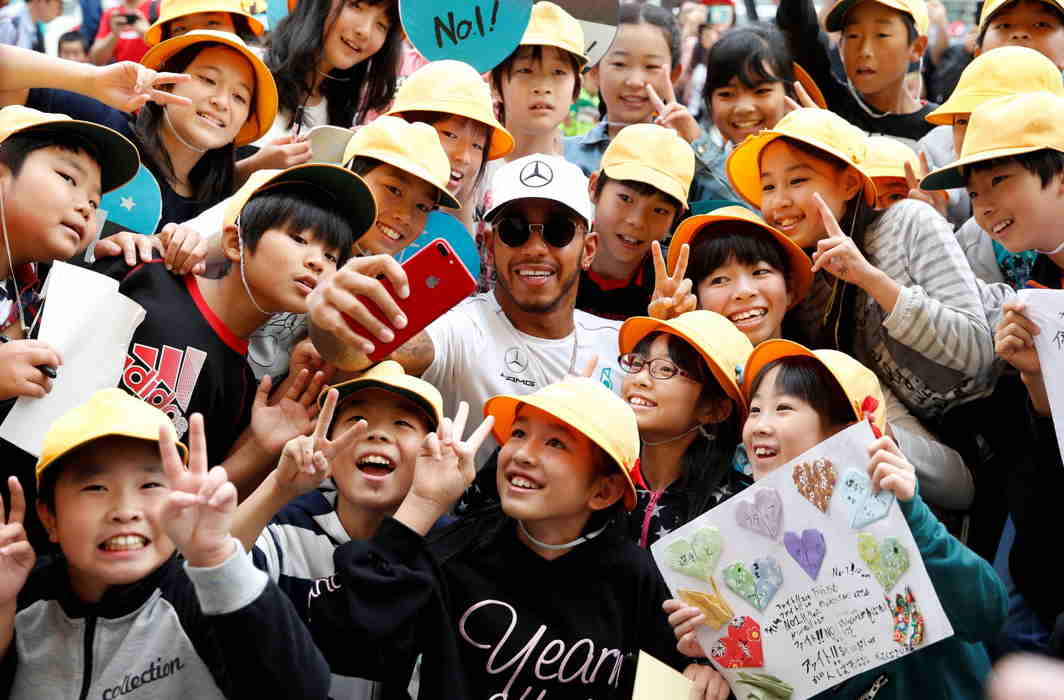 BE LIKE HAMILTON: Mercedes' Lewis Hamilton takes a selfie with local elementary students during Formula One Japanese Grand Prix 2017 at the Suzuka Circuit, Reuters/UNI