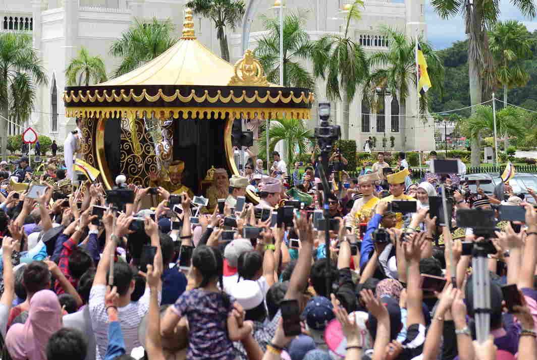 ROYAL PASSAGE: Brunei's Sultan Hassanal Bolkiah waves to people as he passes in a procession to mark the golden jubilee of his accession to the throne in Bandar Seri Begawan, Reuters/UNI