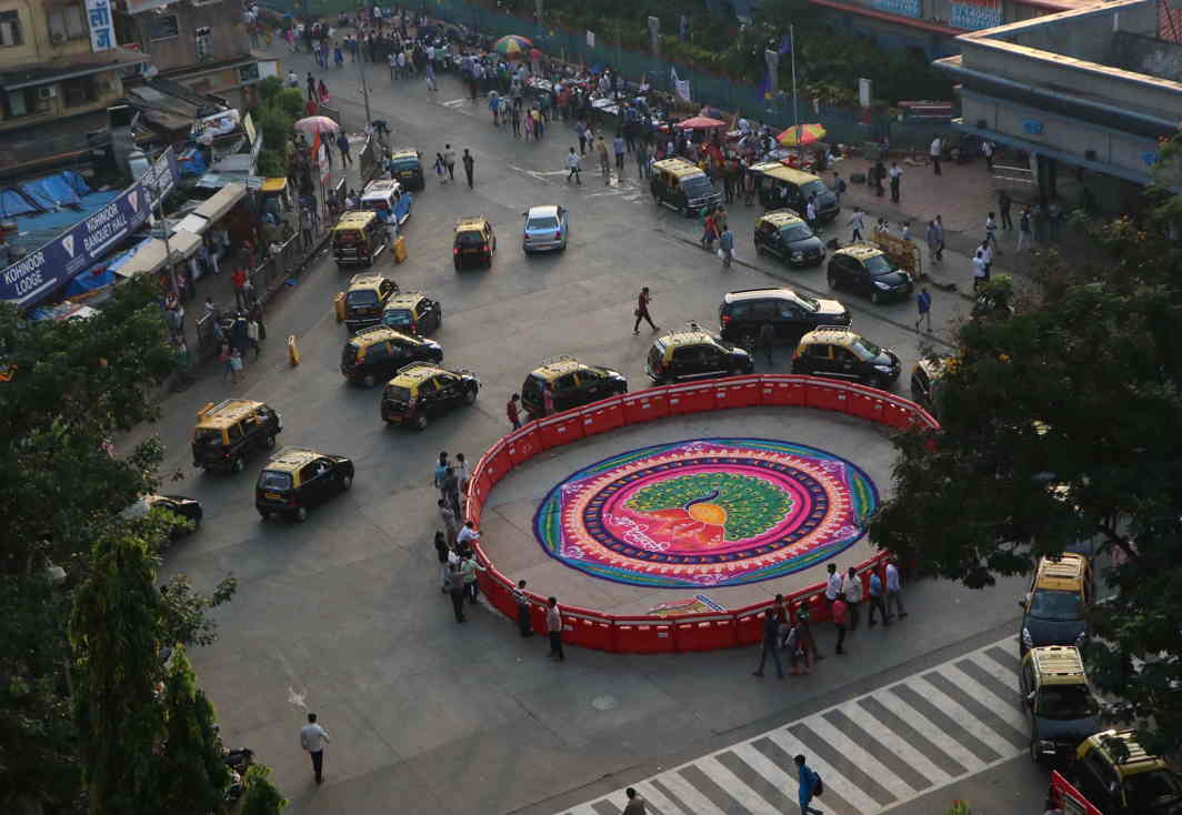 A rangoli outside Dadar railway station in Mumbai on the occasion of Diwali, UNI