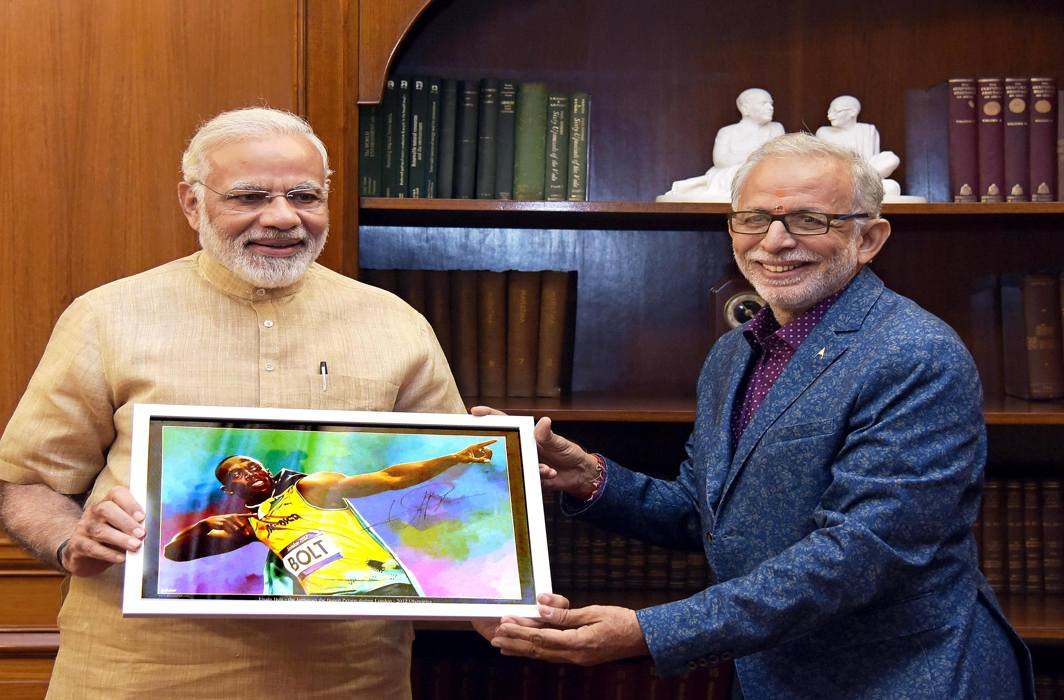 MEMORIES FROM RIO: Seshadri Sukumar, an accredited sports photographer from Chennai, meets Prime Minister Narendra Modi in New Delhi, UNI