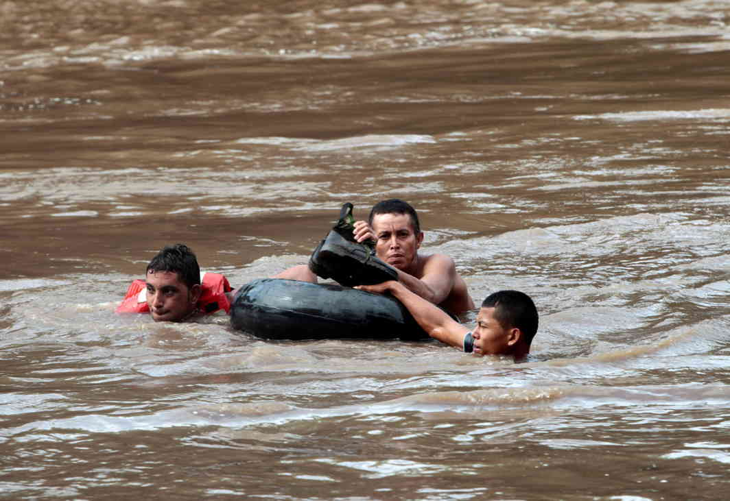 LIFE AFTER RAIN: People cross the Malacatoya river, which was flooded by heavy rains caused by a low pressure area affecting the Pacific coast, in Teustepe, Nicaragua, Reuters/UNI