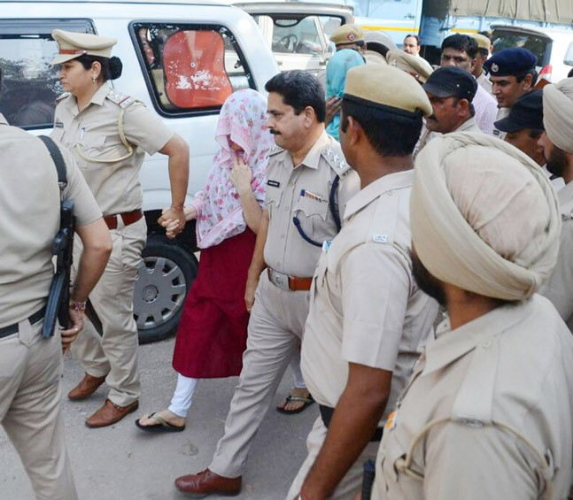 After arrest Honeypreet questioned till 3 am by Haryana police
