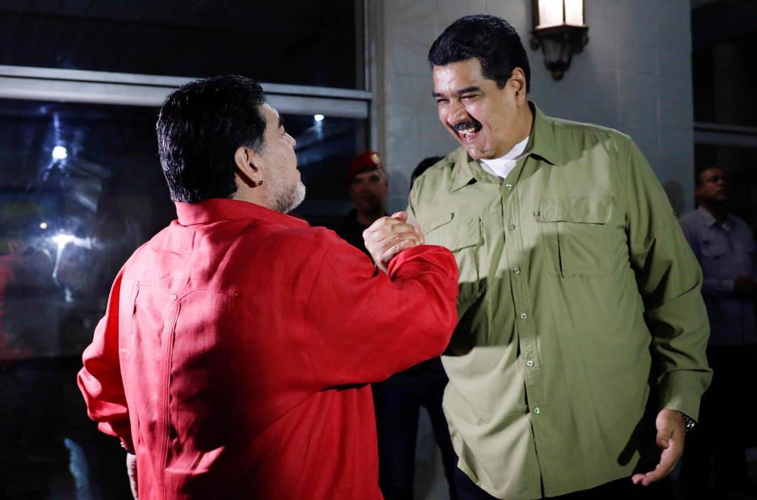 CAREFUL, MARADONA: Venezuela's President Nicolas Maduro (R) shakes hands with Argentina soccer legend Diego Maradona as they meet in Caracas, Venezuela, Reuters/UNI