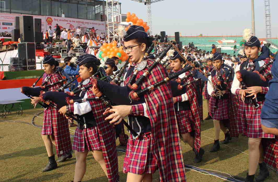 WALK PROUD: A band of the students of Birla Balika Vidyalaya Pilani participating in 'Vandematram', a programme organised by Hindu Spiritual and Services Foundation, Jaipur and Rajasthan Youth Board, at Sawai Man Singh Stadium in Jaipur, UNI