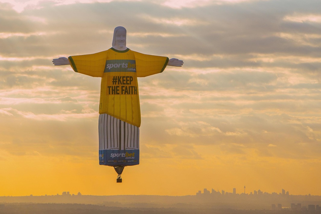 RIO DREAM: A balloon shaped as the famous 'Christ the Redeemer' statue floats above Sydney at sunrise as part of an advertisement campaign for an online betting company, Reuters/UNI