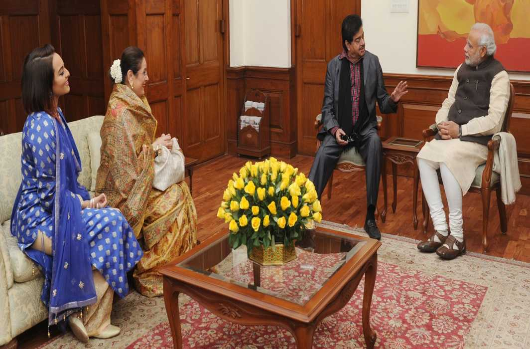 After Youth Congress, BJP's Shatrughan Sinha takes 'chaiwala' jibe at PM Modi