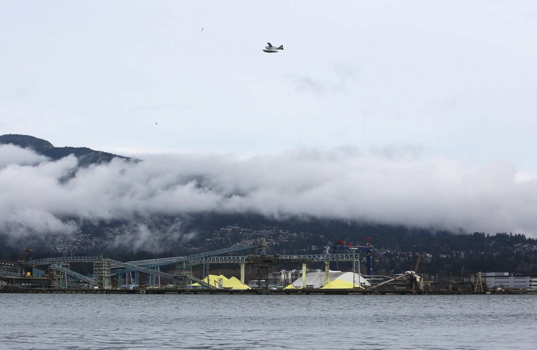 MINERAL RESOURCE: A sulphur pile in North Vancouver as pictured across the Burrard Inlet from Vancouver, BC, Canada, Reuters/UNI