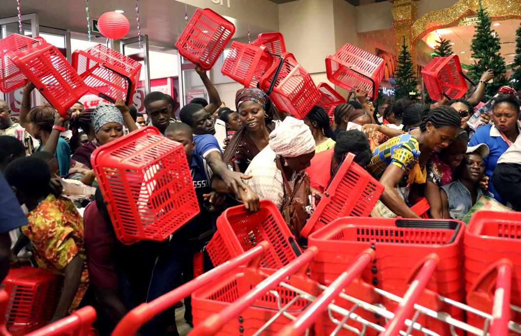 SHOPPING RUSH: People reach out to pick baskets at a newly commissioned Shoprite store at Novare Gateway mall Abuja, Nigeria, Reuters/UNI