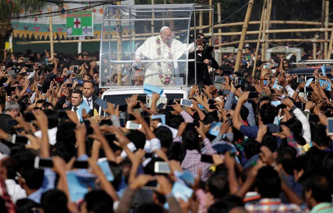 MEET THE FAITHFUL: Pope Francis greets believers as he arrives for a mass in Dhaka, Bangladesh, Reuters/UNI