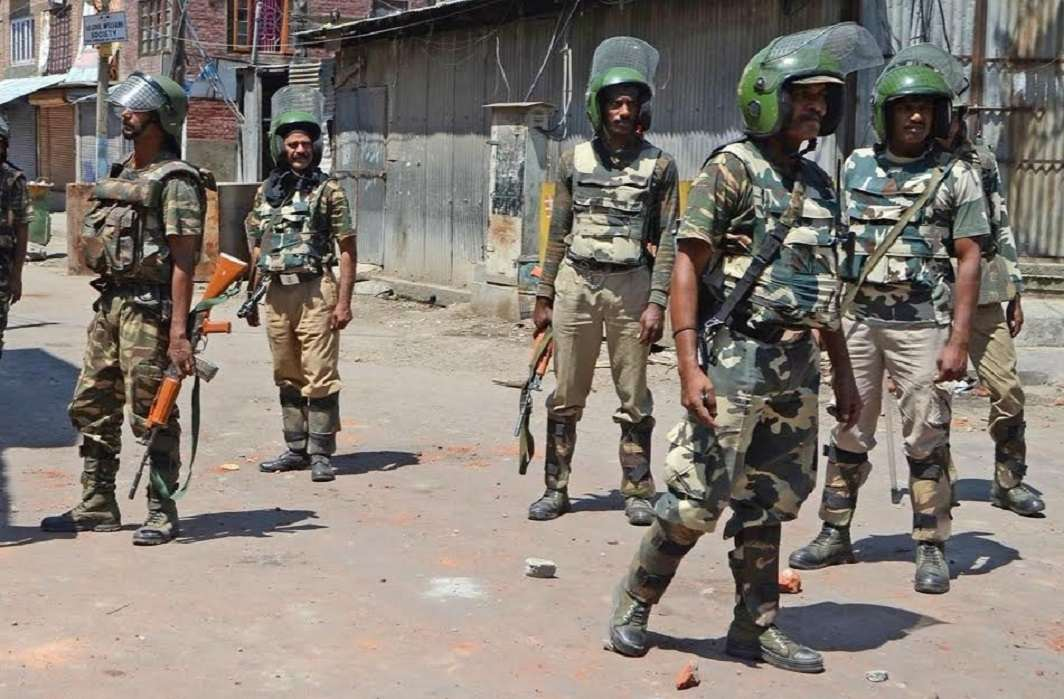 Four CRPF troopers, two militants killed in Kashmir