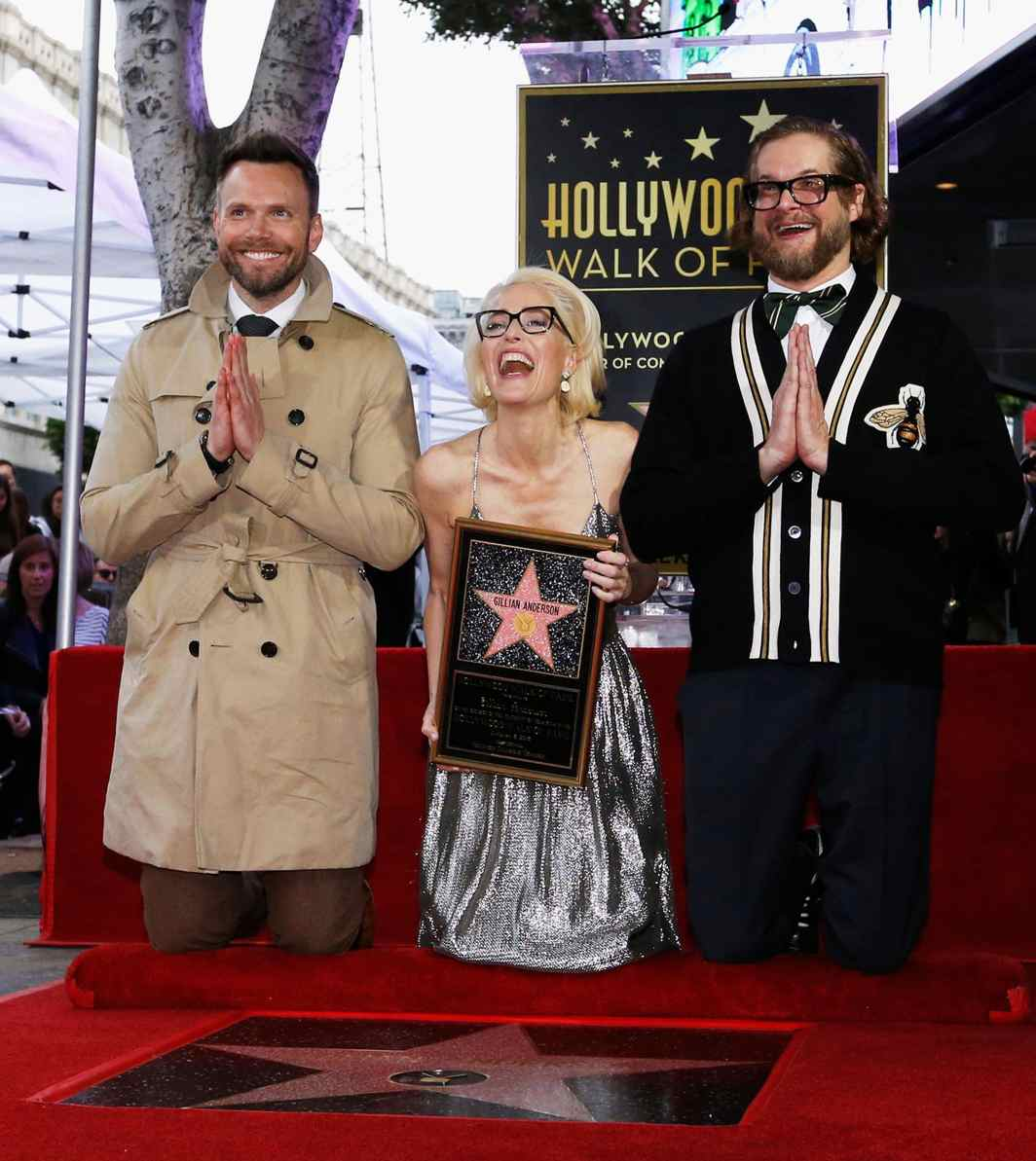 THE INIMITABLE SCULLY: Actor Gillian Anderson poses with actor Joel McHale (L) and writer Bryan Fuller on her star after it was unveiled on the Hollywood Walk of Fame in Los Angeles, California, US, Reuters/UNI