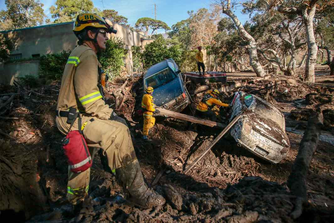 DOING THEIR DUTY: Rescue workers scour through cars after a mudslide in Montecito, California, US, Reuters/UNI