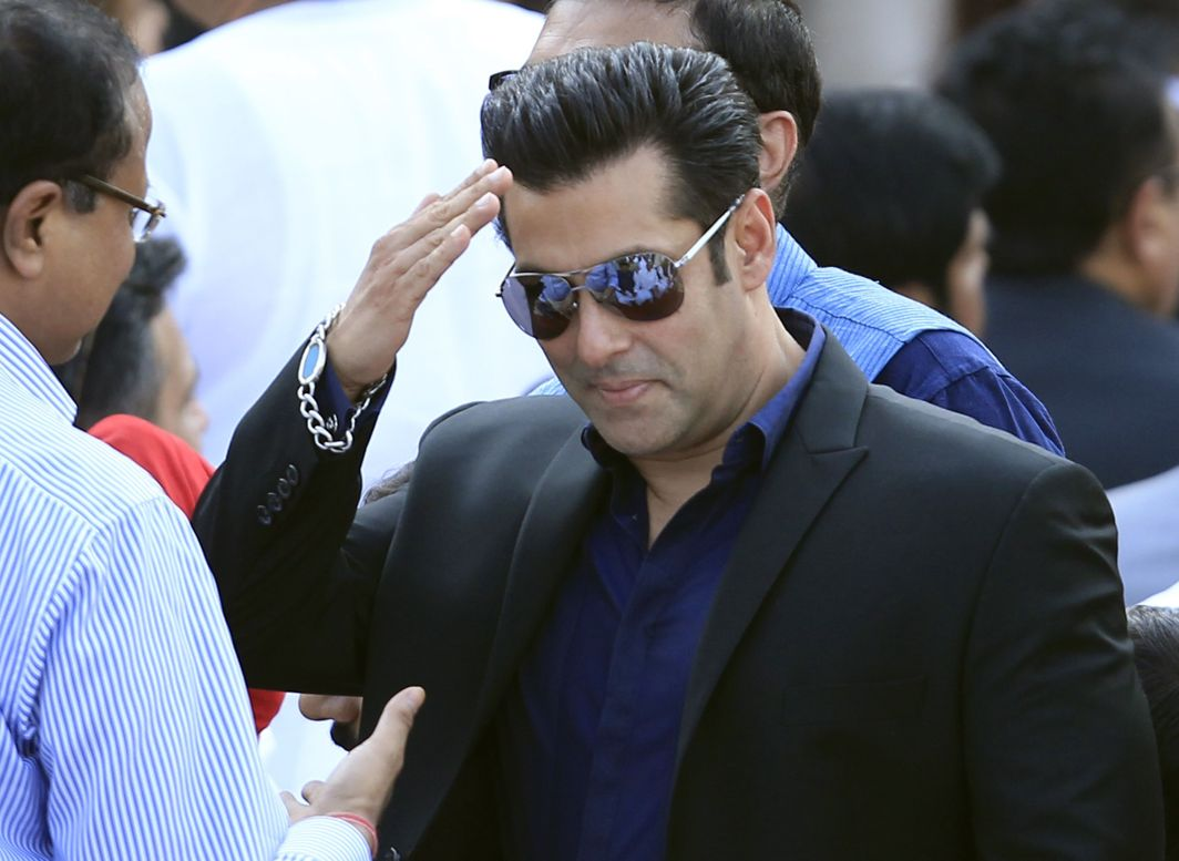 After death threats, Salman Khan's film set disrupted by armed men!
