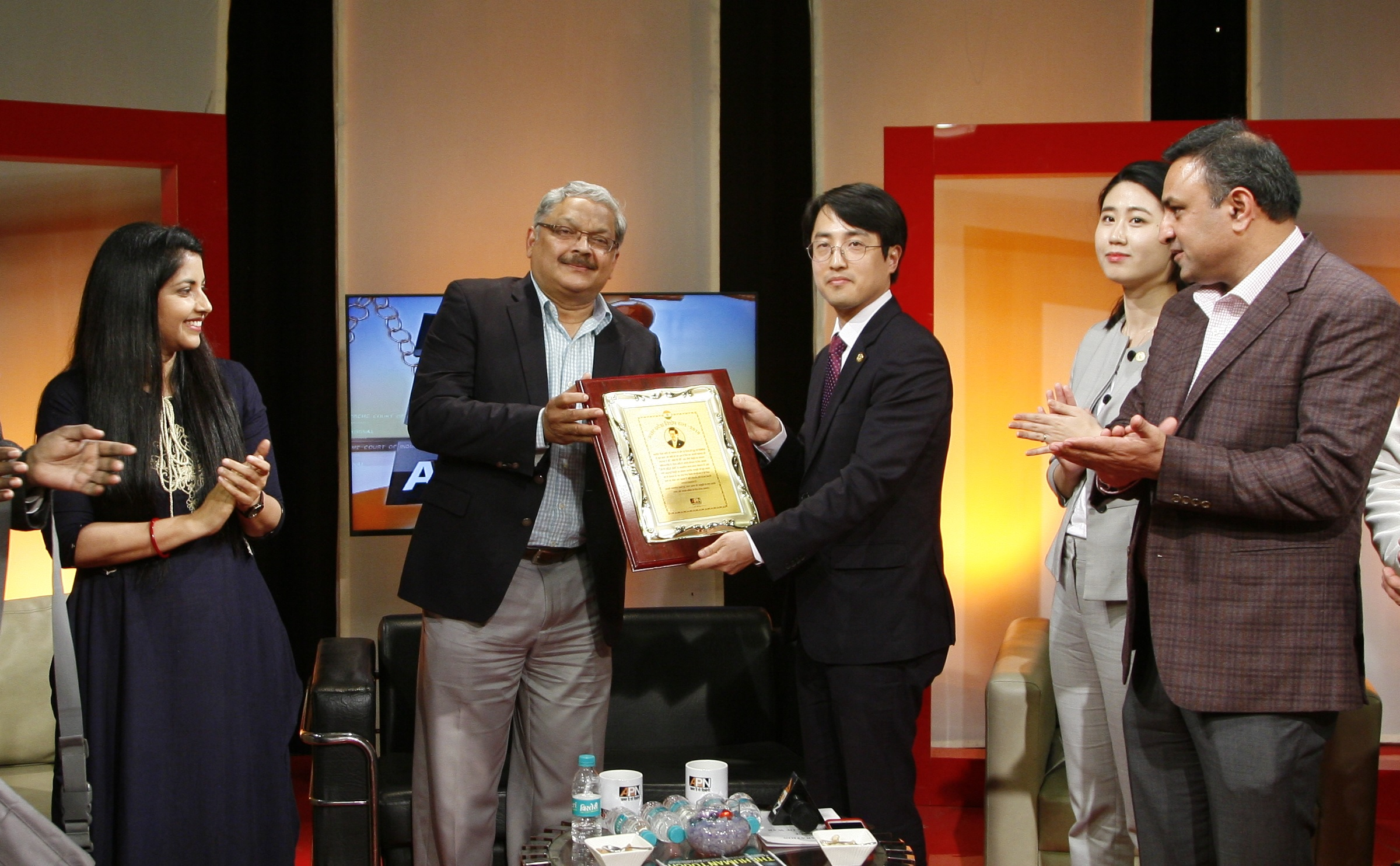 Man Lee Hee – man fighting for global peace honored with UP Ratna