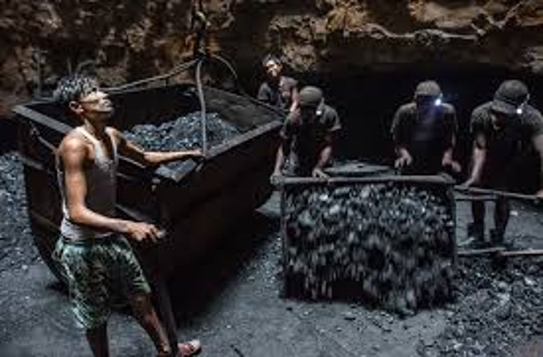Govt clears commercial coal mining for private firms