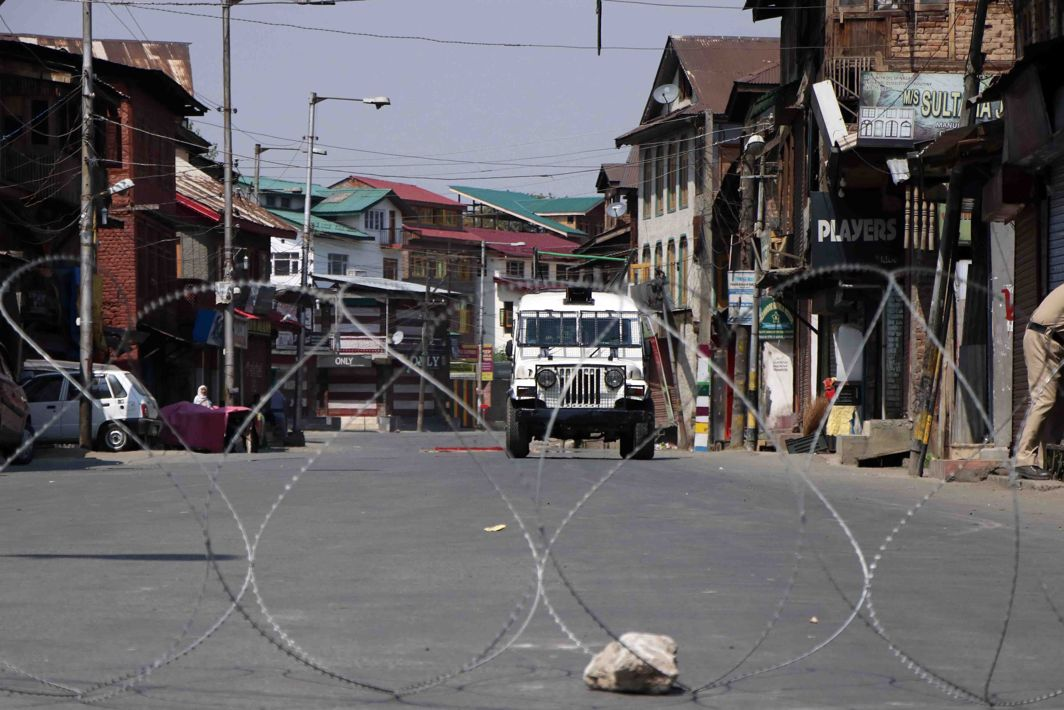 Terrorists Snatch Policeman's Rifle At Srinagar Hospital, Open Fire; One Escapes