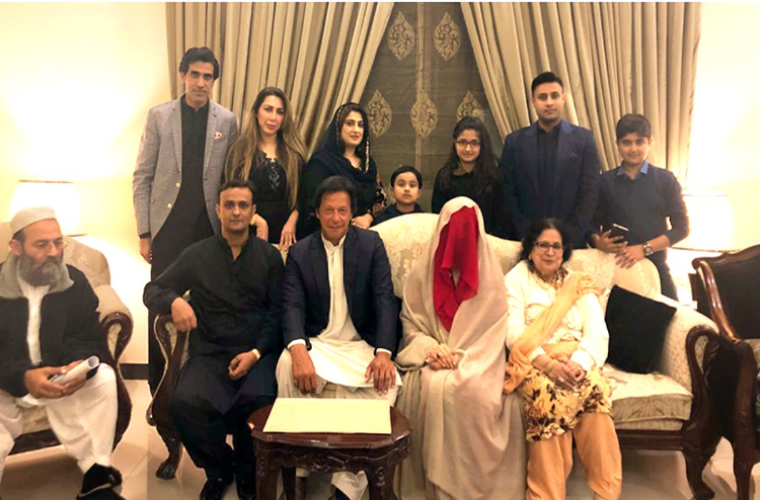 Pakistan: Imran Khan marries spiritual Bushra Maneka at 66