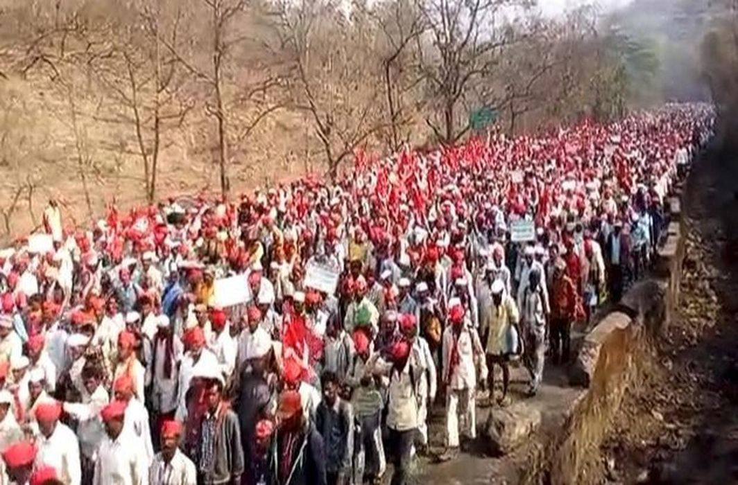 Maharashtra : Farmers of All Indian Kisan Sabha arrive in Thane