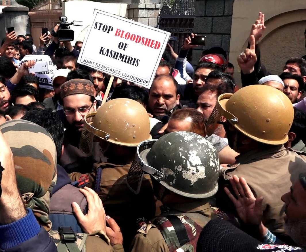 """END OF THE ROAD: Mirwaiz Omar Farooq is stopped by security forces at Nigeen after he defies house detention and marches with supporters towards Shopian in response to a """"Shopian Chalo"""" call, UNI"""